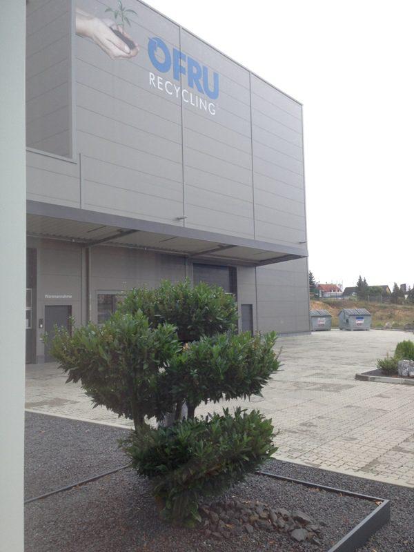 Альценау-Германия, 02.05.2018 г. Компания OFRU Recycling выводит на рынок новую установку по дистилляции растворителей ASC-3000, при помощи которой станет возможным достижение в промышленных масштабах высокочистого разделения веществ (более 99%). Установка по дистилляции растворителей ASC-3000 способна автоматически и круглосуточно путем дистилляции отделять ценные компоненты растворителей от примесей, таких как вода или прочие жидкие химические вещества. Для […]
